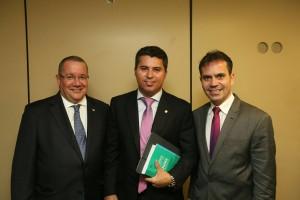 Presidente da OAB/ES, Homero Mafra; deputado federal Marco Rogério e presidente da OAB/RO, Andrey Cavalcante.